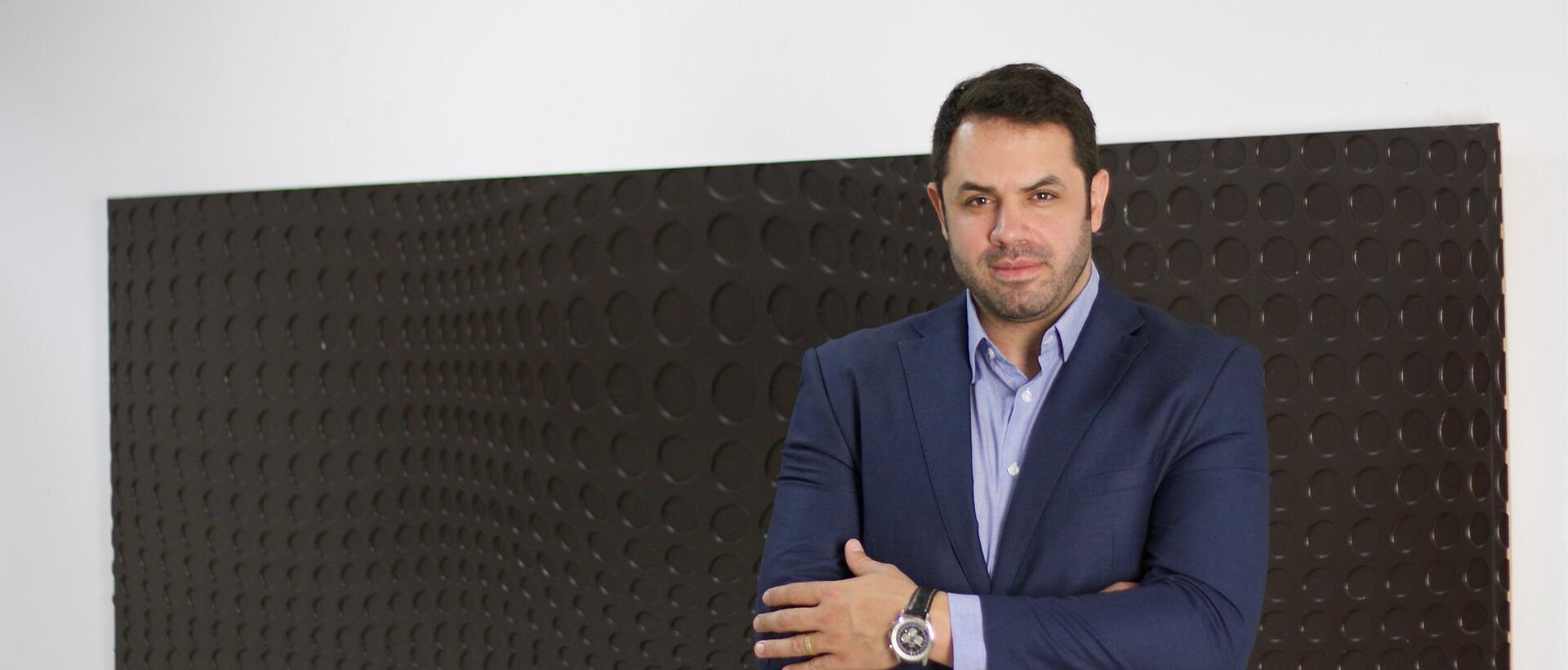 Doutor Derek Camargo